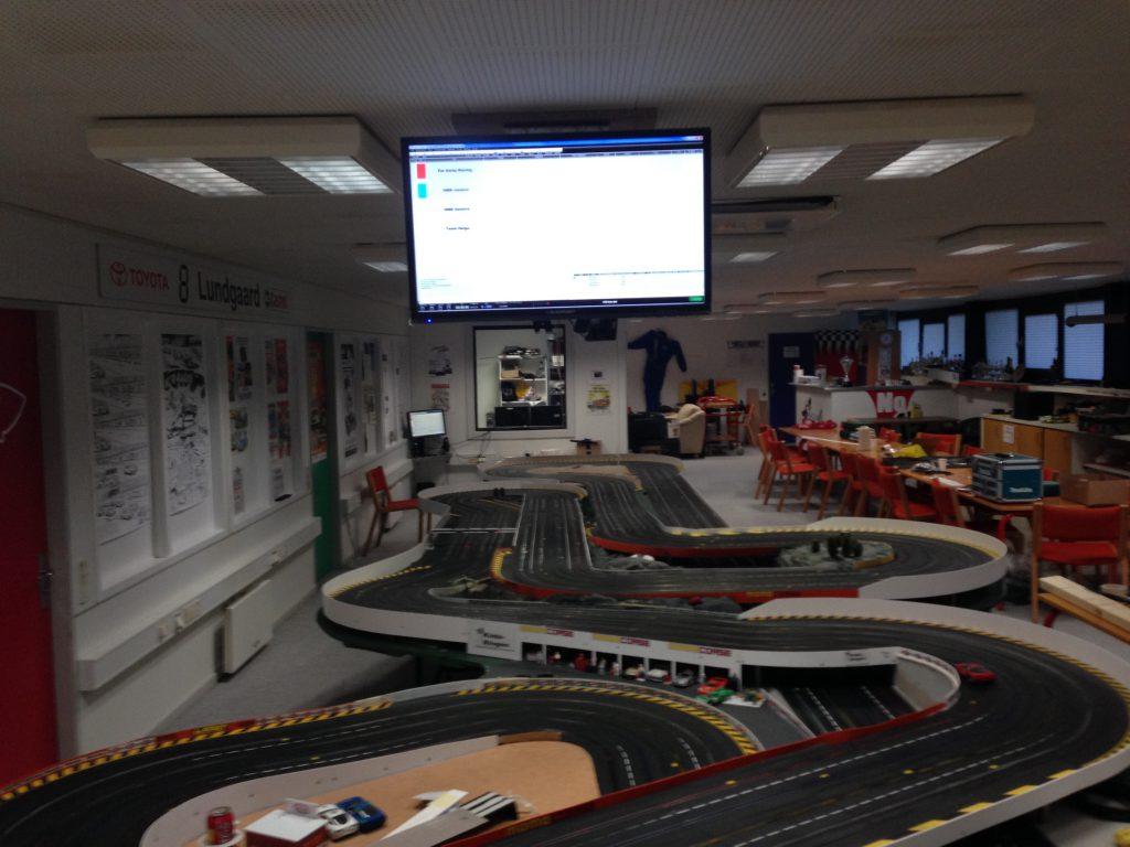 Nye monitorer i loftet for omgangstæller og kører info.